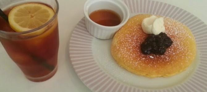 Cafe & Pantry 松之助 京都本店 サワークリーム&ブラックカレンツのパンケーキ