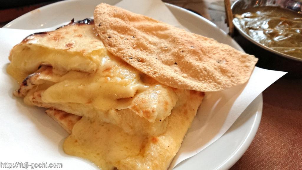 チーズたっぷりすぎるチーズナン